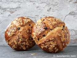 2 Laibe Osterbrot