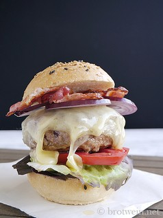 Burger - Hamburger mit Bacon, Cheese & Onions