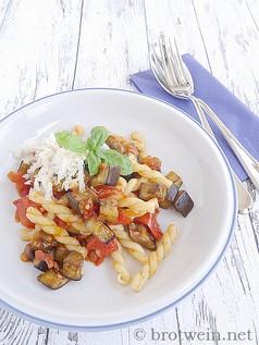 Pasta alla Norma mit Aubergine und Tomate - sizilianischer Klassiker